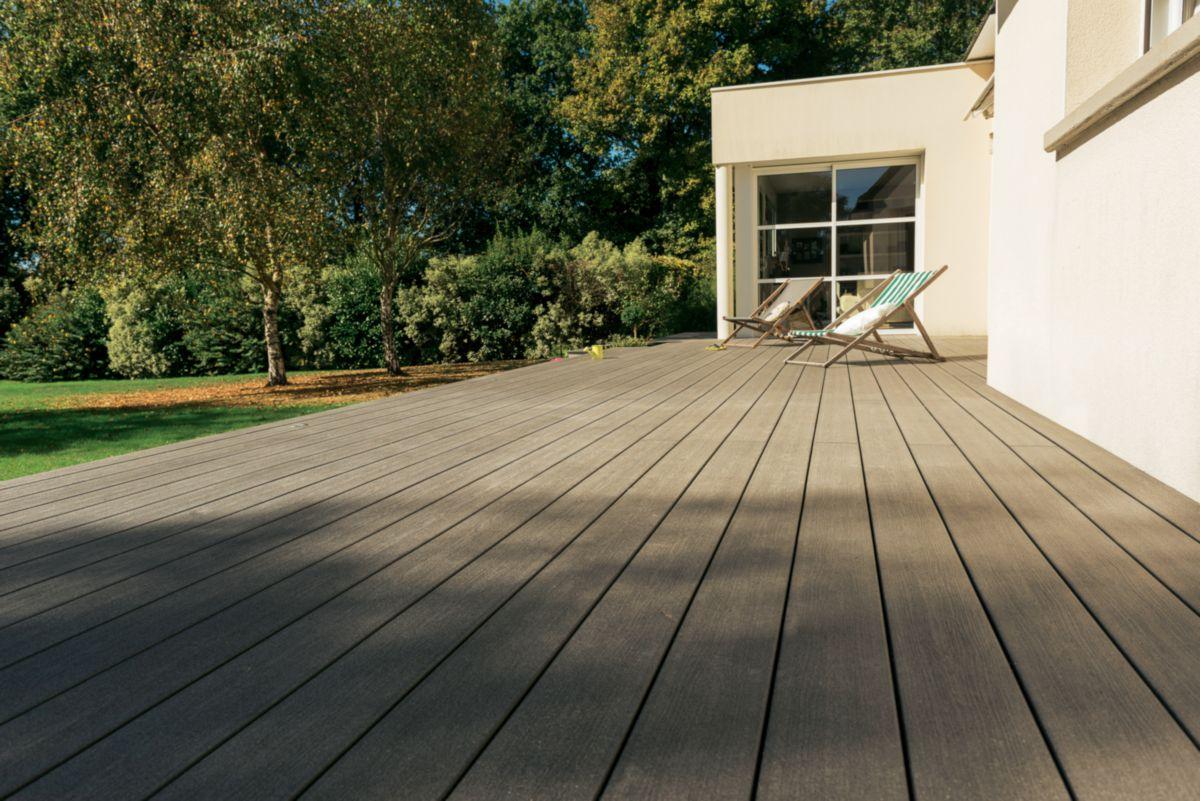 Lames De Terrasse Bois lame de terrasse deck bois composite forexia elégance structurée gris  anthracite silvadec - 4000x180x23 mm